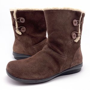 Clarks Anna Curly 9.5M Brown Suede Winter Boots